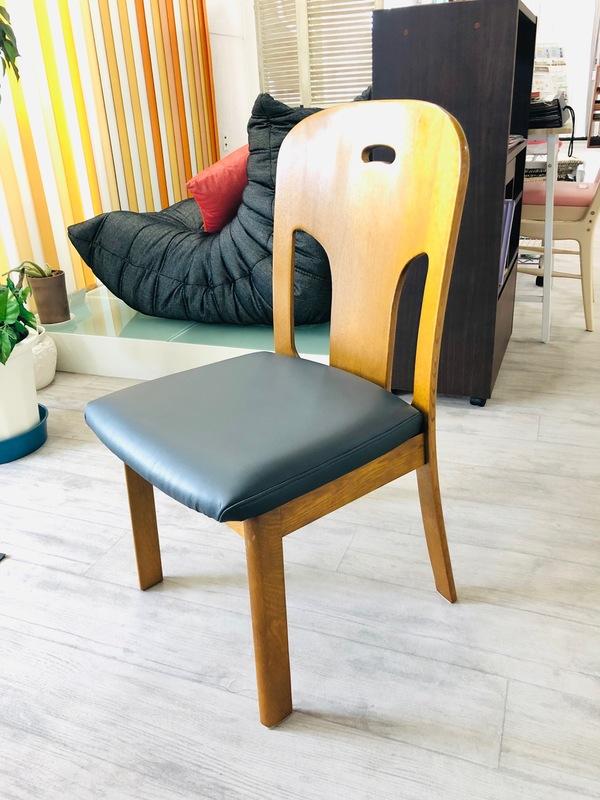 食堂椅子のリフォーム